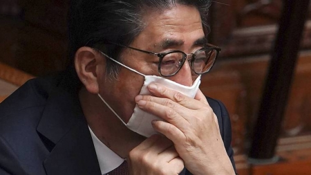 As Japan coronavirus cases rise, Tokyo nudges PM Abe to declare state of emergency