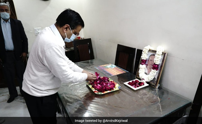Arvind Kejriwal Visits Family Of Doctor Who Died Of Covid, Gives 1 Crore