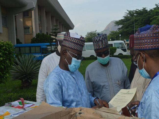 Nigerian Frontline Workers Begin to Administer First COVID-19 Vaccines